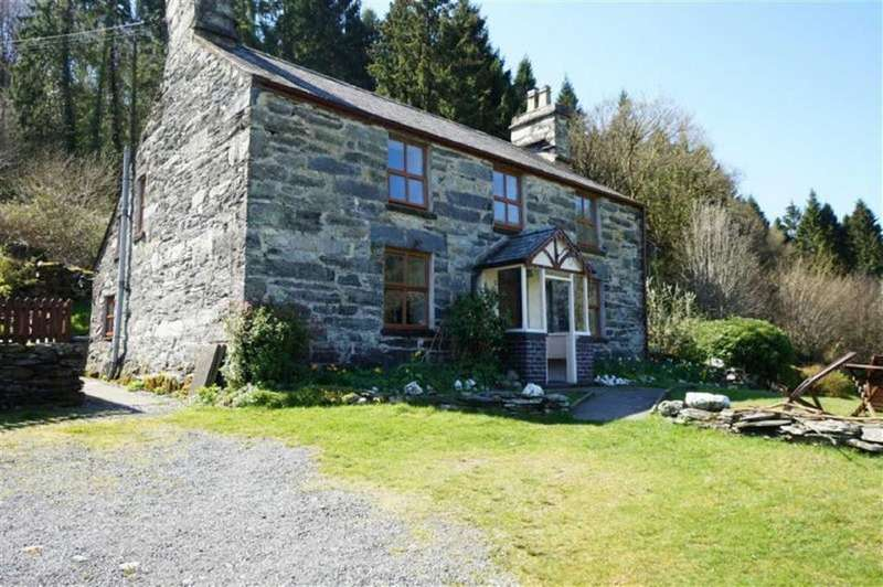 3 Bedrooms Detached House for sale in Dolwyddelan, Conwy