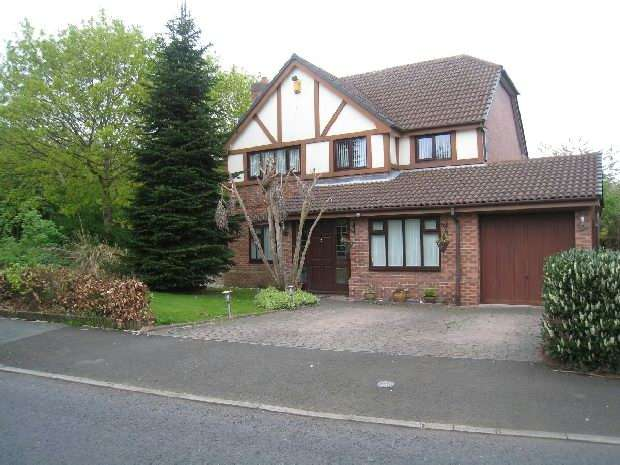 4 Bedrooms Detached House for sale in Foxleigh, Halewood, Liverpool