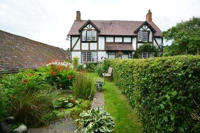 3 Bedrooms Semi Detached House for sale in Back Lane, Ashton-Under-Hill, Evesham, Worcestershire