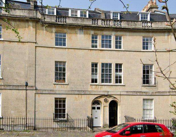 2 Bedrooms Flat for sale in Widcombe Crescent, Bath, BA2