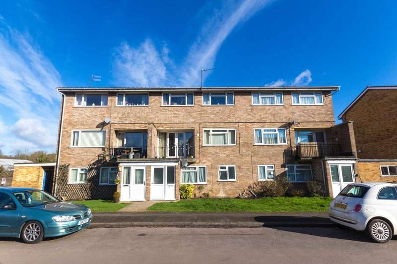 3 Bedrooms Maisonette Flat for sale in Riverside Gardens, Berkhamsted