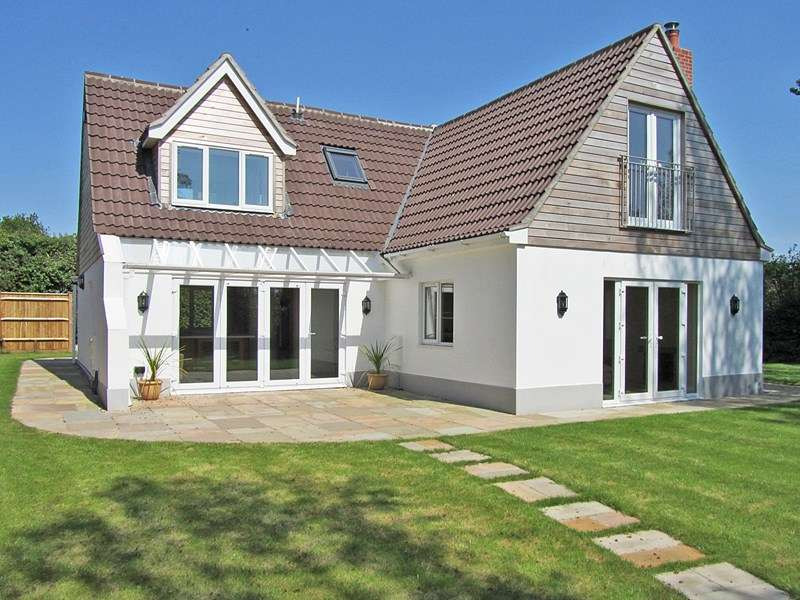 4 Bedrooms Detached House for sale in North Weirs, BROCKENHURST