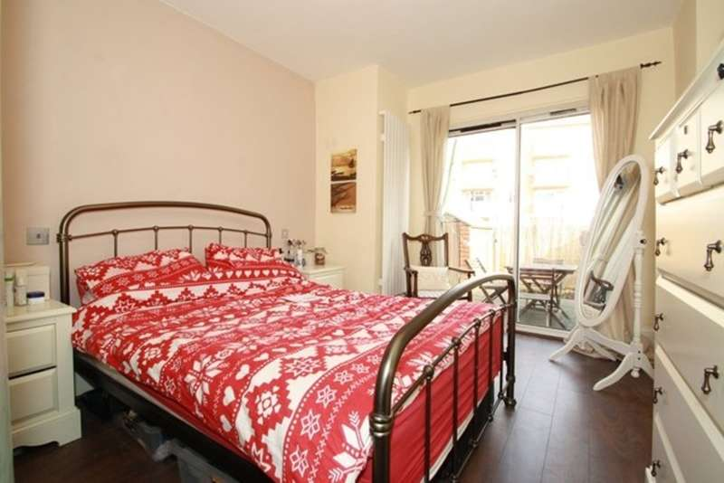 2 Bedrooms Flat for sale in Drayton Road, Harlesden NW10