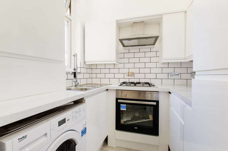 2 Bedrooms Flat for sale in Southcroft Road, Tooting, SW17