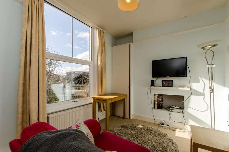 2 Bedrooms Flat for sale in Loughborough Road, Brixton, SW9