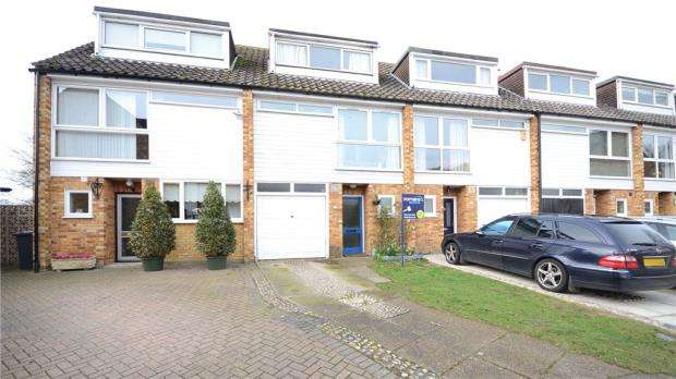3 Bedrooms Terraced House for sale in Oast House Close, Wraysbury
