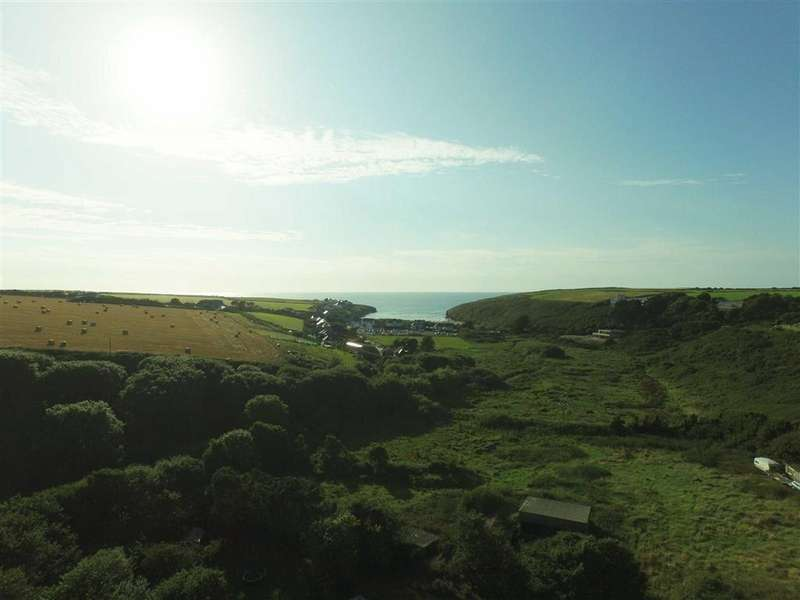 3 Bedrooms Semi Detached House for sale in Porthcothan Bay, Cornwall, PL28