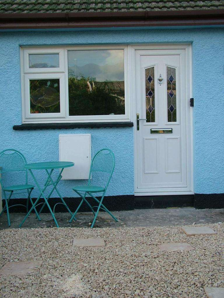 2 Bedrooms Terraced House for sale in Madeira Drive, Widemouth Bay
