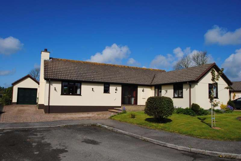 4 Bedrooms Bungalow for sale in Greenacre Close, Bradworthy