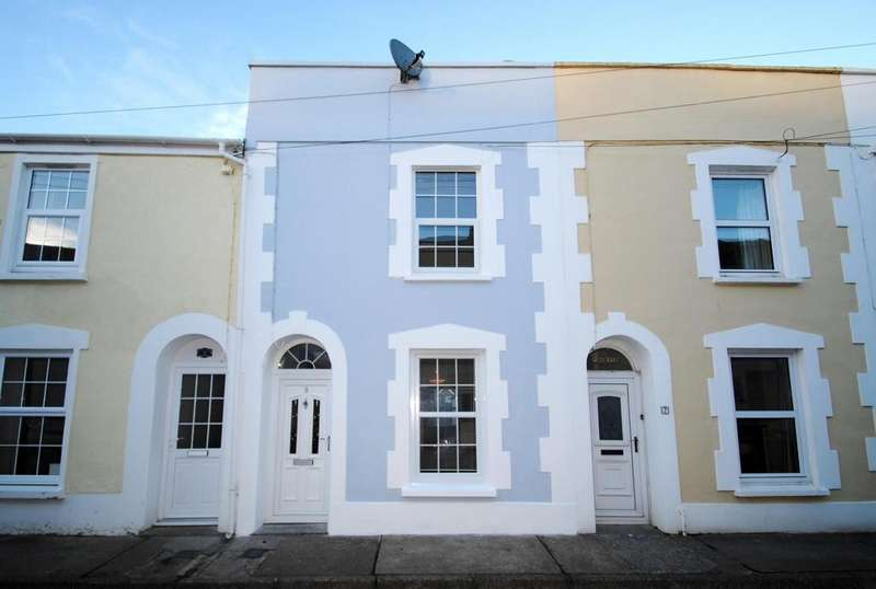 3 Bedrooms Terraced House for sale in Milton Place, Bideford
