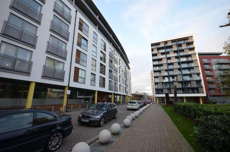 1 Bedroom Flat for sale in Dakota Building, Deals Gateway, London