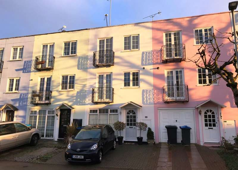 4 Bedrooms Town House for sale in North Kingston