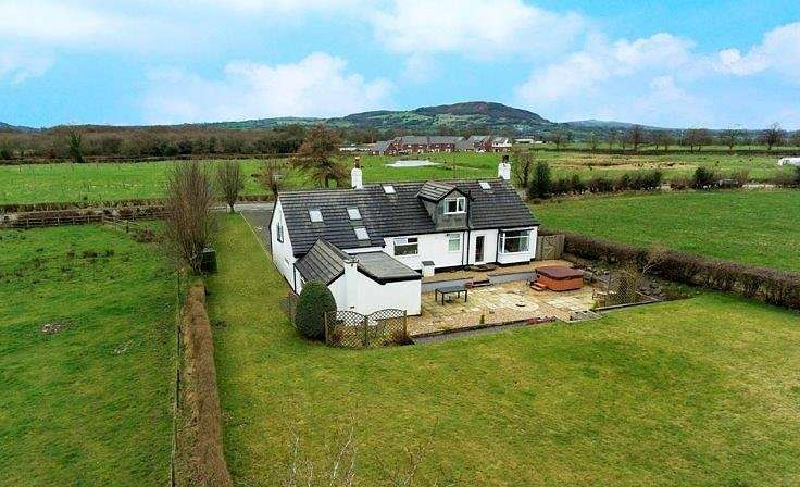 4 Bedrooms Detached House for sale in Bosley, Macclesfield