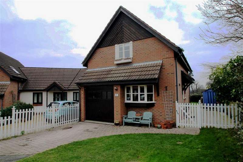 3 Bedrooms Semi Detached House for sale in Meadow Rise, Clutton