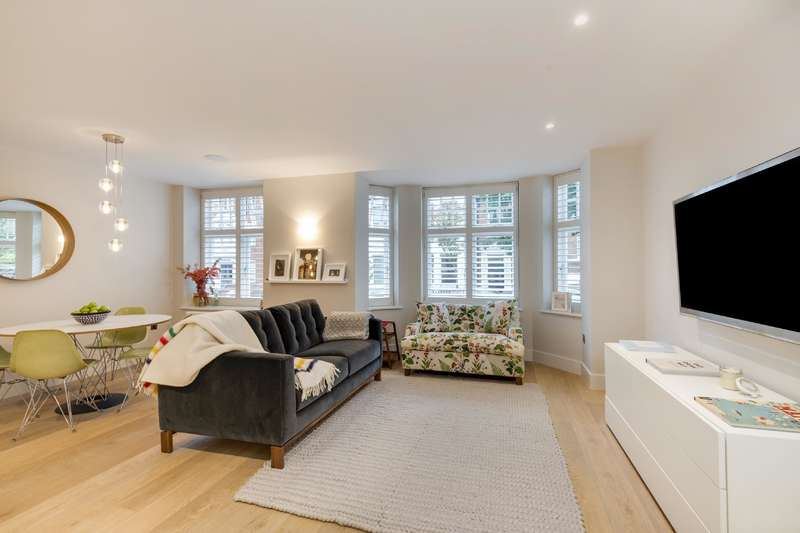2 Bedrooms Flat for sale in Pilgrims Lane, Hampstead Village
