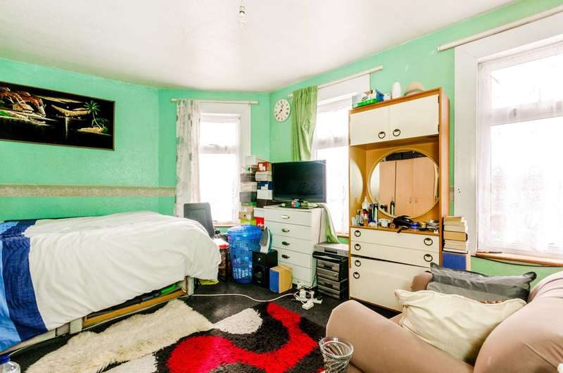 3 Bedrooms Terraced House for sale in London Road, Plaistow, E13