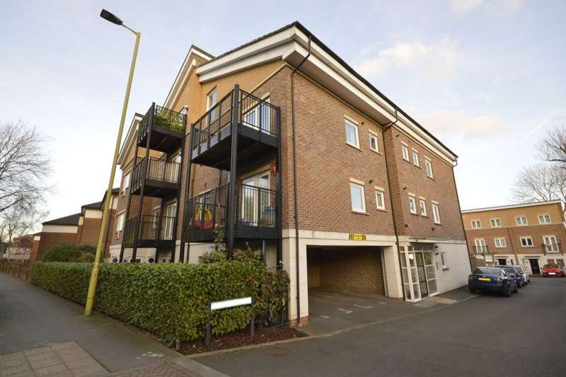 1 Bedroom Flat for sale in Melia Close, Watford, WD25