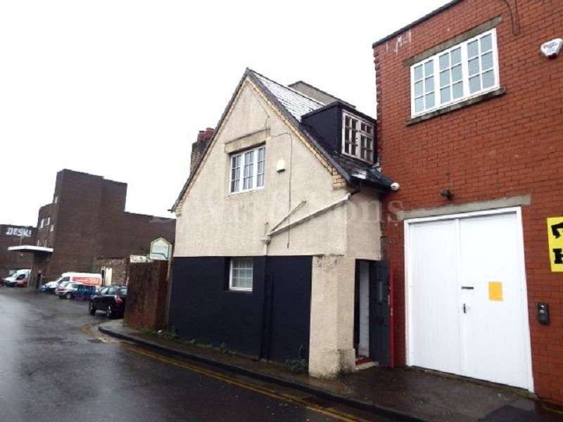 3 Bedrooms End Of Terrace House for sale in School Lane, Off Charles Street, Newport. NP20 1LE