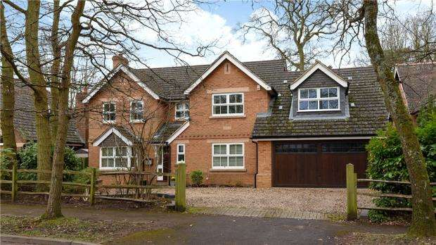 5 Bedrooms Detached House for sale in Wiltshire Avenue, Crowthorne, Berkshire