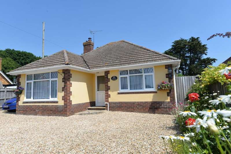 2 Bedrooms Detached Bungalow for sale in Everton Road, Hordle