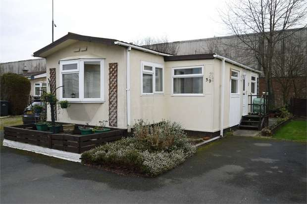 1 Bedroom Park Home Mobile Home for sale in Gracelands, Farndon Road, Market Harborough, Leicestershire
