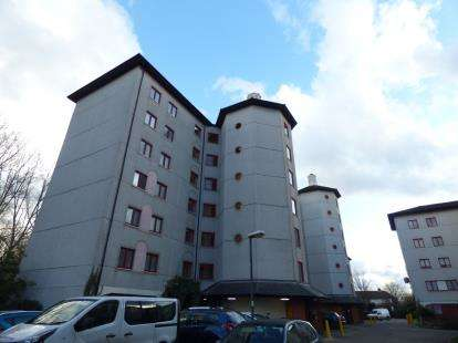 1 Bedroom Flat for sale in Castile Court, Eleanor Way, Waltham Cross, Hertfordshire