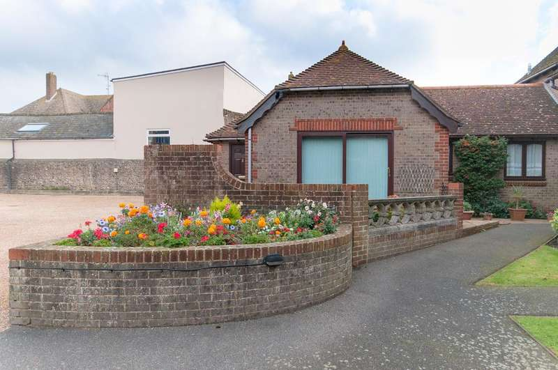2 Bedrooms Bungalow for sale in Croft Lane, Seaford, BN25 1SB