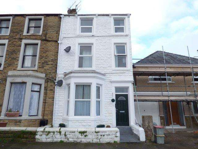 3 Bedrooms Flat for sale in Arnside Crescent, Morecambe, Lancashire, LA4 5PW