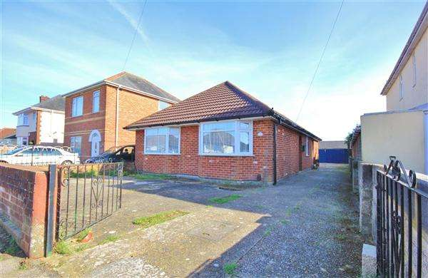 3 Bedrooms Bungalow for sale in Brixey Road, Poole