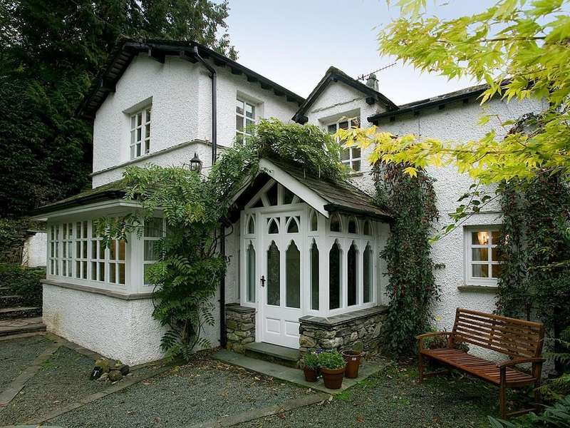 3 Bedrooms Detached House for sale in Cooks House, Ambleside Road, Windermere, Cumbria, LA23 1HA