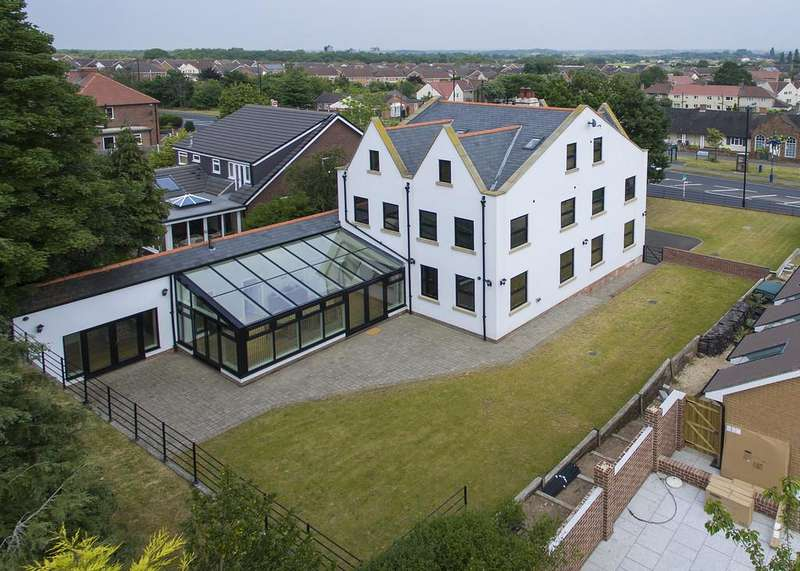 5 Bedrooms Detached House for sale in Doncaster Road, Bawtry, Doncaster, S.Yorks.