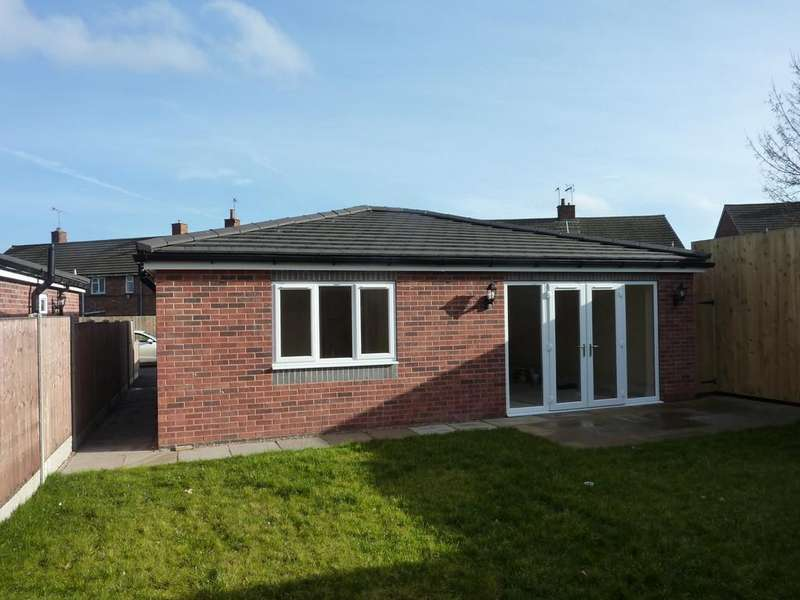 2 Bedrooms Detached Bungalow for sale in Gilbert Avenue, Tuxford, Newark