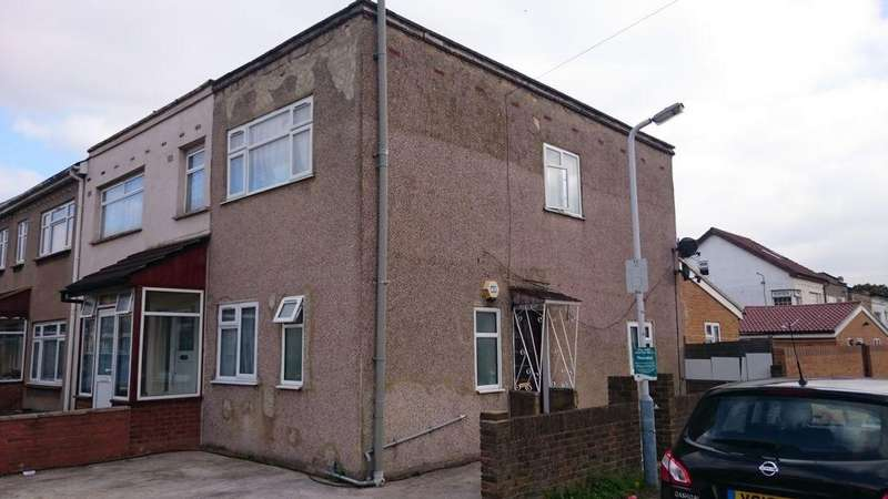 3 Bedrooms Semi Detached House for sale in Gledwood Crescent, Hayes, UB4