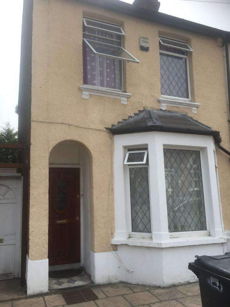 3 Bedrooms House for sale in Featherstone Road, Southall, UB2