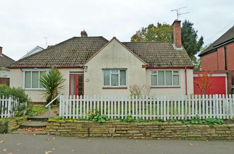 2 Bedrooms Detached Bungalow for sale in Castlecroft Road, Finchfield, Wolverhampton