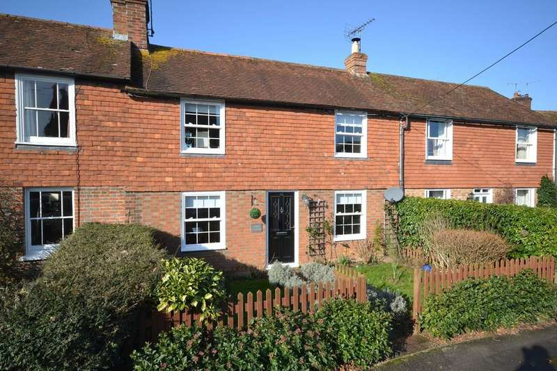 3 Bedrooms Terraced House for sale in Woodchurch, TN26