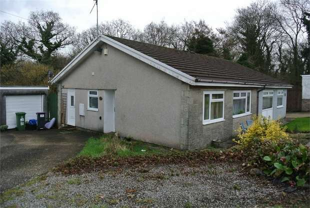 2 Bedrooms Semi Detached Bungalow for sale in Heol Isaf, New Inn, PONTYPOOL
