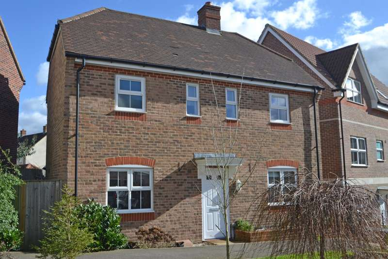 3 Bedrooms Detached House for sale in Harwood Close, Codmore Hill, Pulborough, West Sussex, RH20