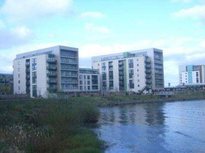 2 Bedrooms Flat for sale in Breakwater House, Prospect Place, Cardiff Bay, Cardiff