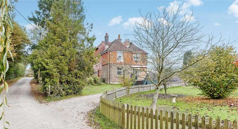 4 Bedrooms Detached House for sale in Wivelsfield Green, Haywards Heath, RH17