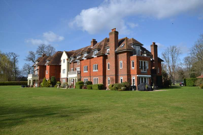 2 Bedrooms Apartment Flat for sale in Pyrford