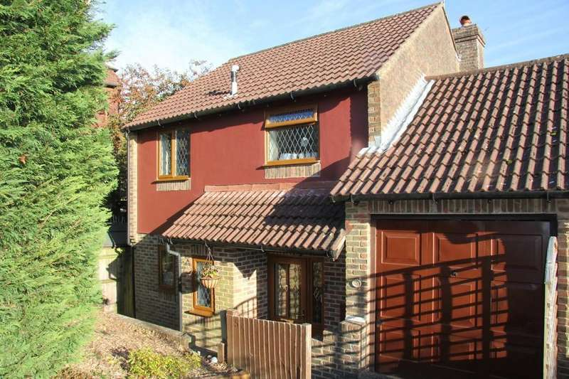 3 Bedrooms Link Detached House for sale in Gibraltar Rise, Heathfield