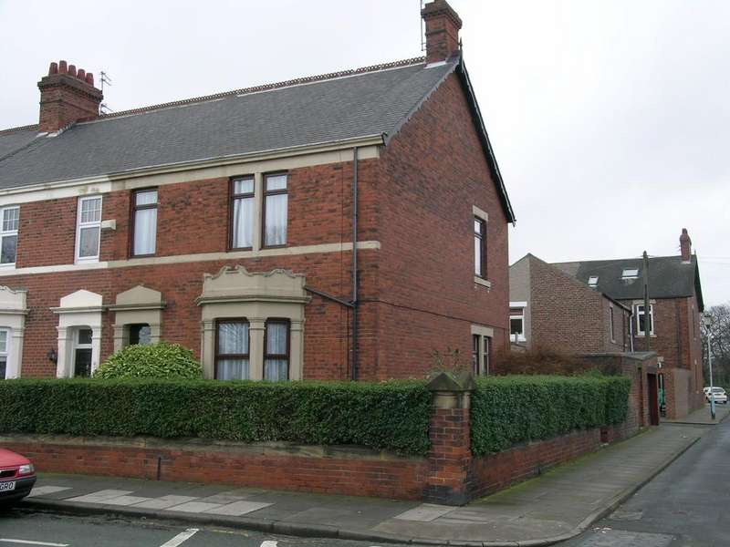 5 Bedrooms Terraced House for sale in Bede Burn Road, Jarrow