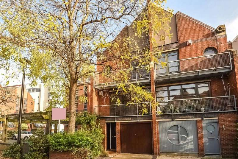 3 Bedrooms Semi Detached House for sale in Elephant Lane, Rotherhithe, SE16