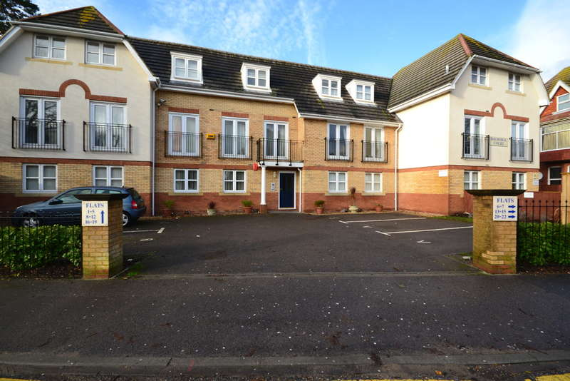 2 Bedrooms Ground Flat for sale in St Johns Road, Boscombe Spa