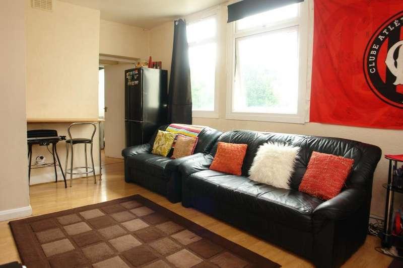 2 Bedrooms Flat for sale in Rye Hill Park, Peckham Rye, London, SE15