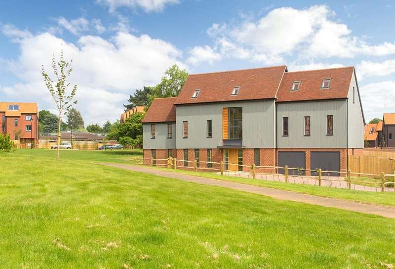 5 Bedrooms Detached House for sale in The Wellsborough At Leithfield Park, Tuesley Lane, Milford, Surrey, GU7