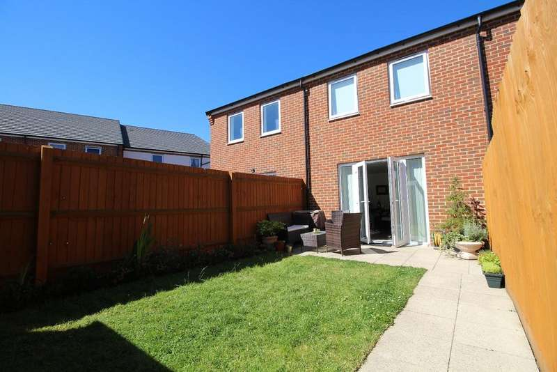 2 Bedrooms Terraced House for sale in Alcock Crescent Crayford DA1
