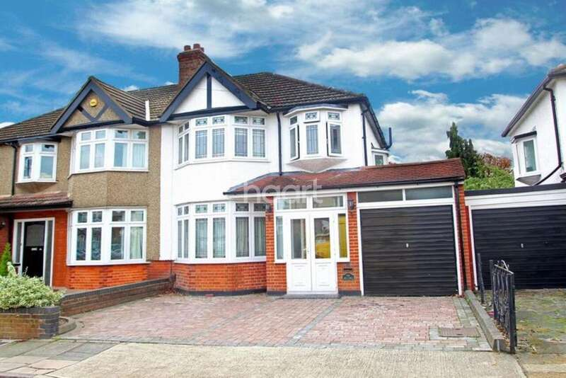 3 Bedrooms Semi Detached House for sale in Woodlands Road, Marshalls Park