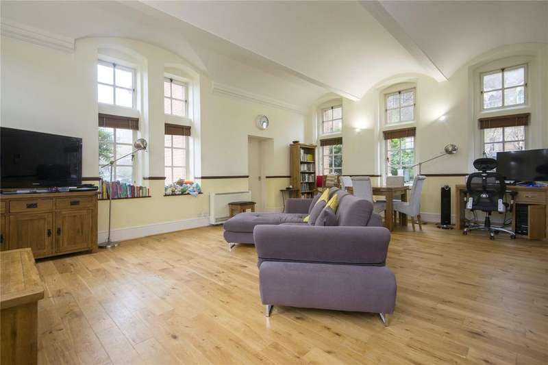 2 Bedrooms Flat for sale in Langham House, Makepeace Road, London, E11